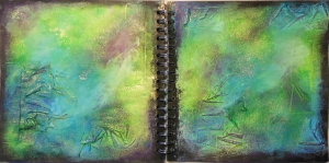 Art Journal met wrinkled tape met gesso cosmic shimmer en Neocolor