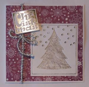 Kerstkaart met zilver en uitgestanste boom